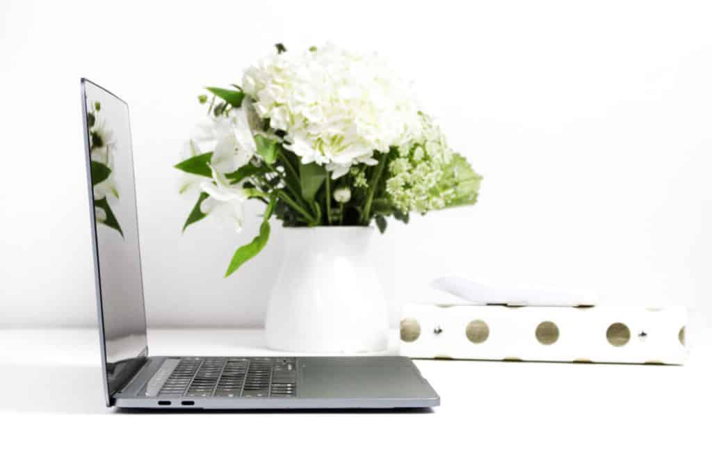 minimalist office desk